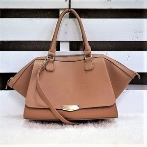 🎄 NWT👜Large Faux Leather Purse / Tote in Taupe